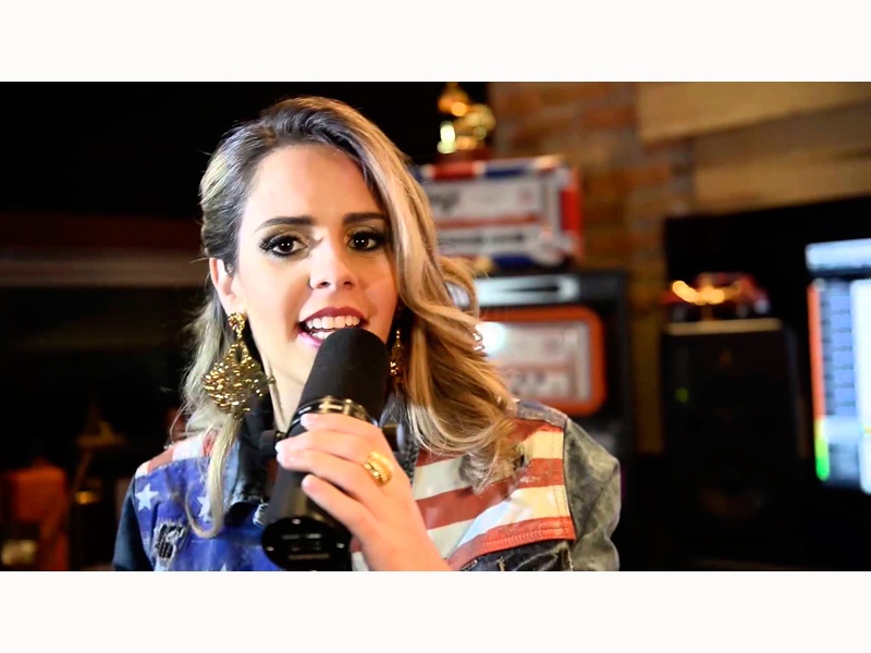 MARIANA FAGUNDES FAZ SHOW NA THE CLUB JK