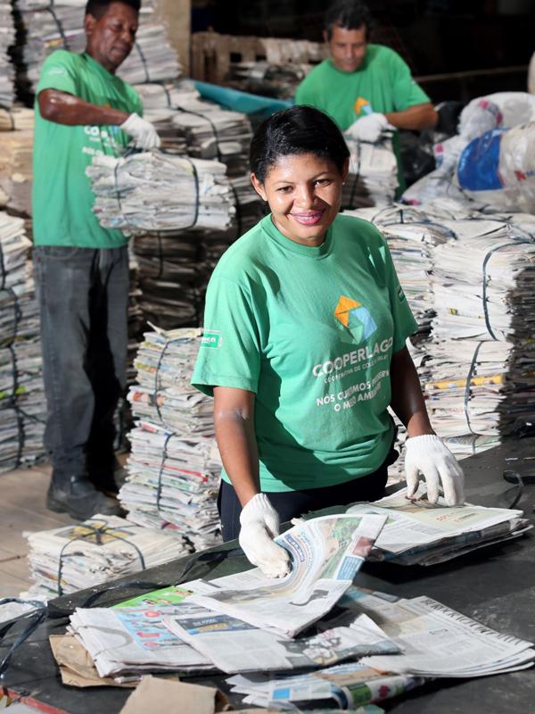 COOPERLAGO EM PARCERIA COM RIOPRETO SHOPPING FAZ AÇÃO NA SEMANA MUNDIAL DO MEIO AMBIENTE - Eloisa Mattos