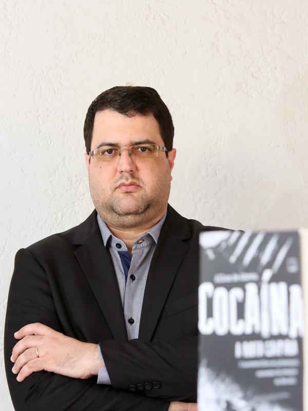 EXPOSIÇÃO SOBRE O LIVRO DO JORNALISTA ALLAN DE ABREU: COCAÍNA, A ROTA CAIPIRA. - Eloisa Mattos
