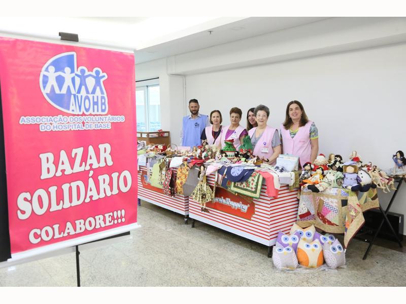 ASSOCIAÇÃO DE VOLUNTÁRIOS DO HOSPITAL DE BASE PARTICIPA DA CAMPANHA DE NATAL DO RIOPRETO SHOPPING - Eloisa Mattos
