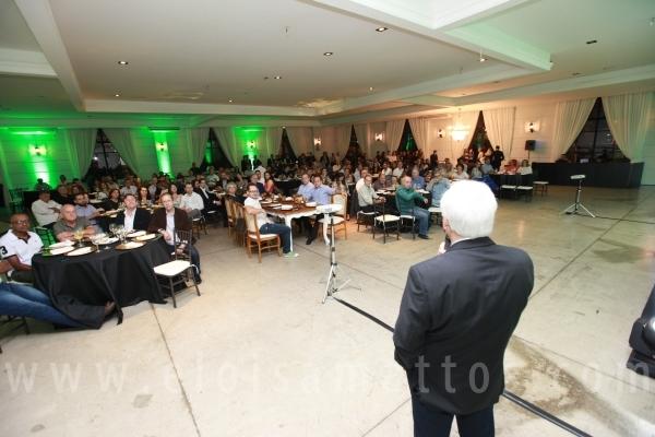 """PALESTRA """"CENÁRIO ECONÔMICO DO PAÍS"""" SICREDI – BUFFET ESPAÇO VITÓRIA - Eloisa Mattos"""