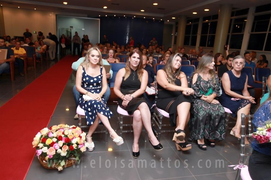 MÁRCIA GOMES ULLIAN É HOMENAGEADA PELA VEREADORA KARINA CAROLINE NO DIA INTERNACIONAL DA MULHER - Eloisa Mattos