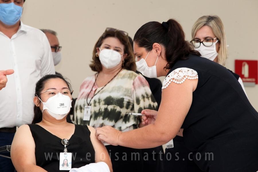 COMPLEXO FUNFARME INICIA VACINAÇÃO DE SEUS COLABORADORES CONTRA A COVID-19 - Eloisa Mattos